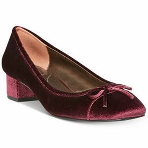 Bandolino Velvet Ballerina Front Bow Short Heel